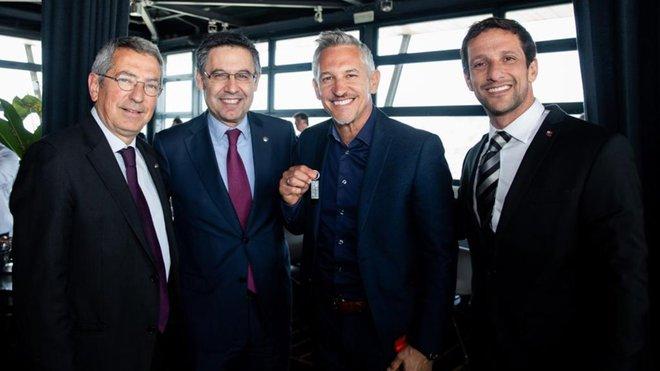 Bartomeu, con Gary Lineker y Juliano Belletti