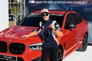 Marc Márquez, con el BMW X4M Competition.