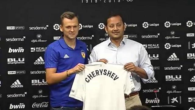 Cheryshev ya posa con la camiseta de su nuevo equipo