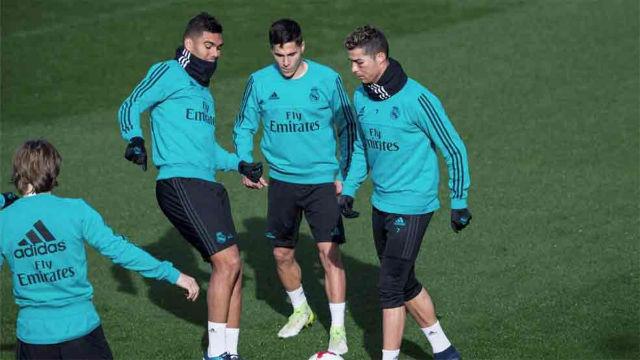 Cristiano entrena con el grupo pese a tener el ojo hinchado y morado