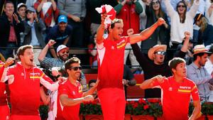 El equipo español celebra un punto en la eliminatoria España-Alemania de cuartos de final de la Copa Davis