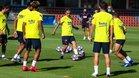 Griezmann, con el balón, durante la sesión en la Ciutat Esportiva