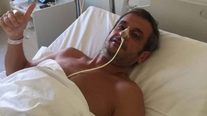 Luis Moya, en el hospital