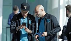 Mascherano y Neymar, jugadores del Barcelona