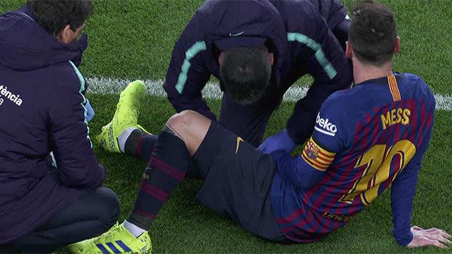 Messi fue atendido sobre el césped después de recibir un golpe