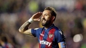 Morales celebra con su gesto típico de comandante