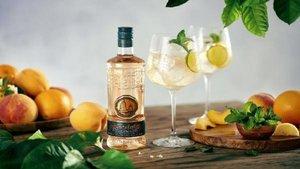 Puerto de Indias presenta su nueva ginebra con sabor a naranja y melocotón | 20 Minutos