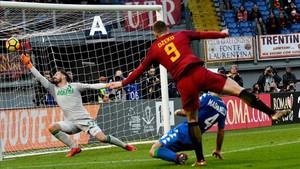 undefinedas roma s bosnian forward edin dzeko c scores a 171230170536