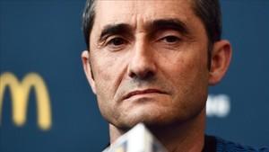Valverde apareció con un rostro serio en la rueda de prensa