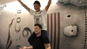 Elon Musk y Yusaku Maezawa, el japonés multimillonario que quiere ir a la Luna.