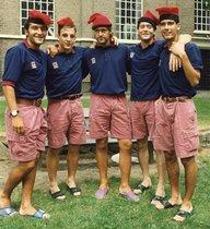 Antoni Pinilla, Albert Ferrer, Lluís Carreras, Carles Busquets y Pep Guardiola, con el típico gorro catalán