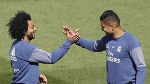 Casemiro junto a Marcelo en el entrenamiento