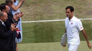 Federer abandona la central con su trofeo