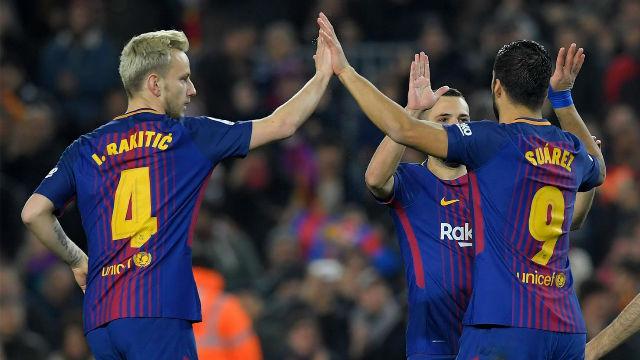 Suárez se sirve de Messi y 'Cou' para el cuarto del Barça