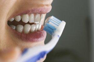 Lavarte los dientes y la lengua es elemental para evitar la Covid-19