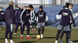 Leo Messi y Carles Aleñá en la sesión preparatoria del Barça de este viernes