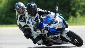 Viajar como pasajero en moto puede ser muy gratificante.