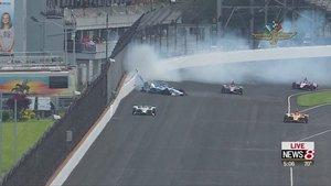 Felix Rosenqvist impactó violentamente contra el muro pero salió ileso