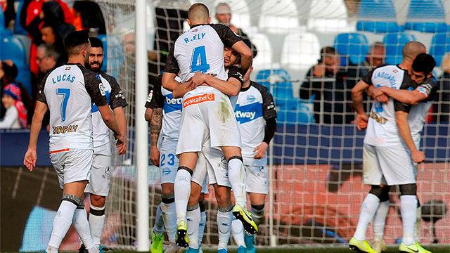 Aleix Vidal dio la victoria al Alavés en el Ciutat de València