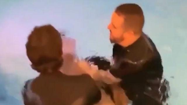 Alisson bautiza a Firmino y los dos rompen en llanto de la emoción