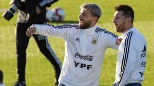 La Argentina de Messi vuela a Arabia Saudí para jugar contra Brasil