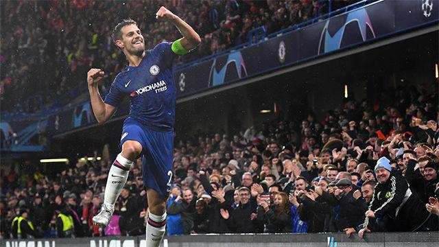 Azpilicueta adelantó al Chelsea con un gol de cabeza