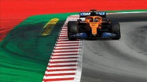 Carlos Sainz pilotando su McLaren en el GP de España