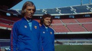 César Luis Menotti en su etapa como entrenador del FC Barcelona. A su izquierda, Rogelio Poncini, su asistente
