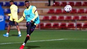 Dembélé dispara a puerta en el entrenamiento