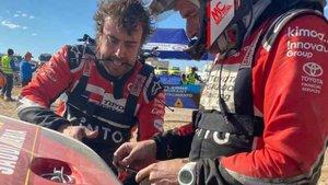 Fernando Alonso y Marc Coma, manos a la obra en el Dakar