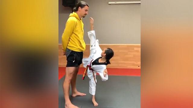 A Ibra no le asusta nadie: Así se enfrenta a una joven taekwondista