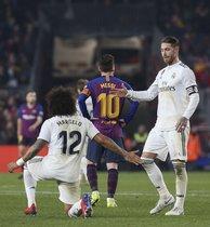 Imágenes del partido de ida de semifinales de Copa del Rey entre el FC Barcelona y el Real Madrid disputado en el Camp Nou