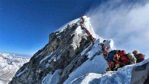 Las colas en la cima del Everest