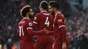 Los jugadores del Liverpool celebran uno de sus goles