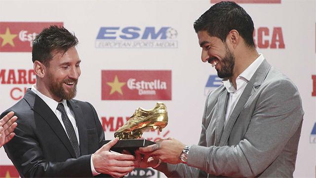 Luis Suárez le entregó la Bota de Oro a Leo Messi