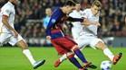 Messi, frente al entonces romanista Digne, en la última visita de la Roma al Camp Nou