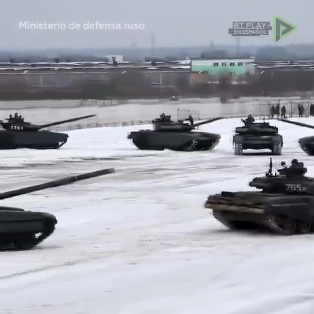 Un militar pone 16 tanques en forma de corazón para declarar su amor