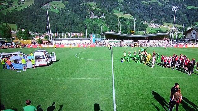 Nouri se desplomó sobre el césped en el transcurso del Werder Bremen - Ajax