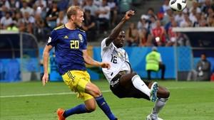 Ola Toivonen metió el miedo en el cuerpo a los campeones con el cero a uno