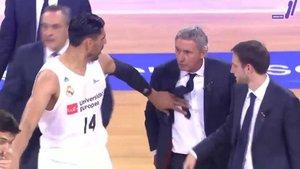 Pesic recrimina a Campazzo al descanso del Barça-Madrid