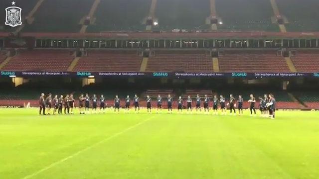 La selección guarda un minuto de silencio por las víctimas de Mallorca