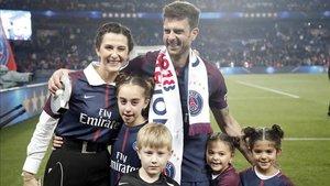Thiago, acompañado de su familia, cerró su etapa como futbolista la pasada temporada
