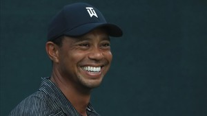 Tiger Woods recupera la sonrisa