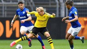 Todibo, en un lance del duelo contra el Dortmund