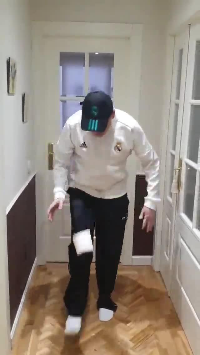 Tomás Roncero falla estrepitosamente en el 10 toques challenge