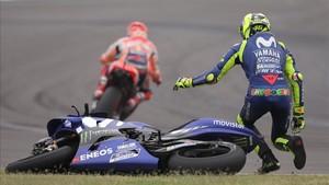 Rossi ha aprovecho el error de Marc para cargar duro contra él