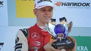 Mick Schumacher alza su primer título en la F3 europea