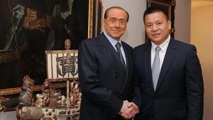 Berlusconi y el empresario chino Li Yonghong