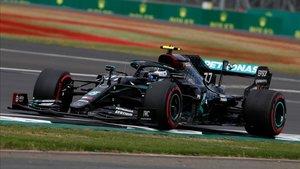Bottas marcó la pole con los neumáticos medios.