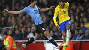 Esta dura entrada de Cavani a Neymar tuvo consecuencias